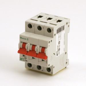 011B. Circuit breaker pLS6-C10 / 3